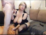 Una mamada y sexo con una abuela rubia delante de la webcam